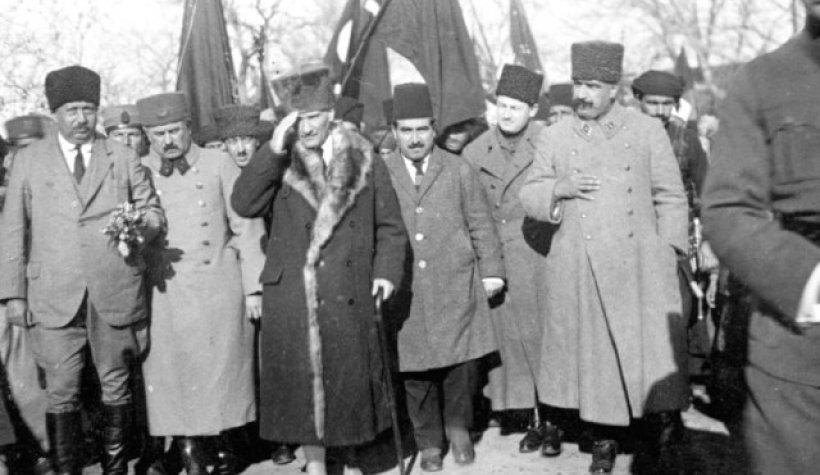 Atatürk'ün en güzel Fotoğrafları ve Cumhuriyet ile İlgili Sözleri