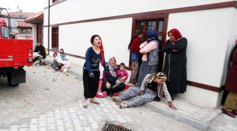kerpiç bina çöktü! Enkaz altında kalan 2'si çocuk 3 kişi hayatını kaybetti ile ilgili görsel sonucu