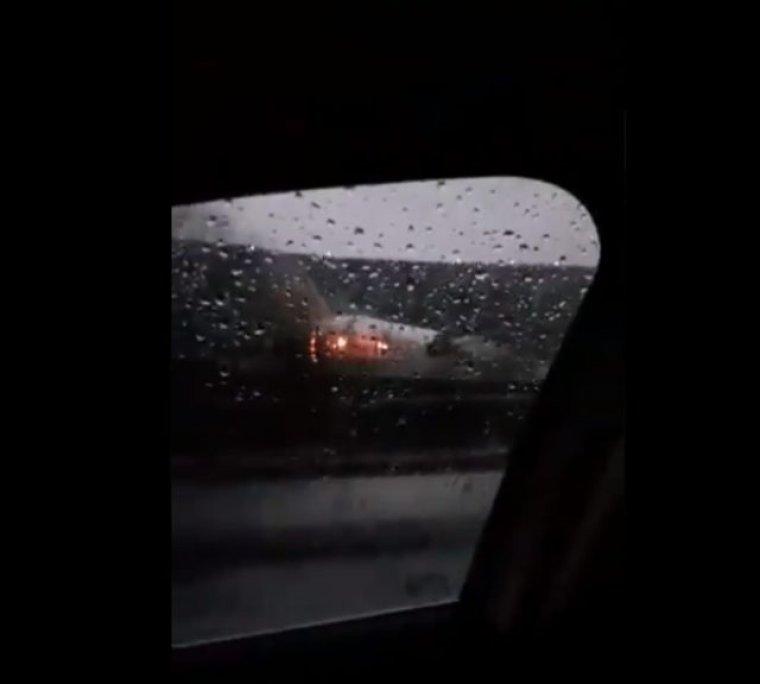 177 kişiyi taşına Pegasus Havayolları'na ait yolcu uçağı parçalandı