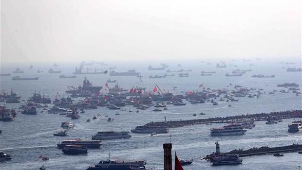 Yenikapı açıklanda onbinler kişi tekne ve gemilerle mitingi takip etti