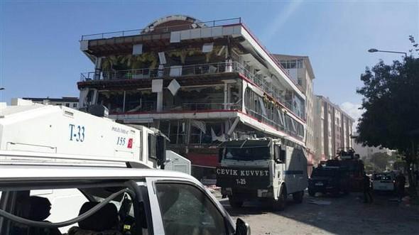 Van'da bomba yüklü araç hainliği, Patlama anları, Çok sayıda yaralı